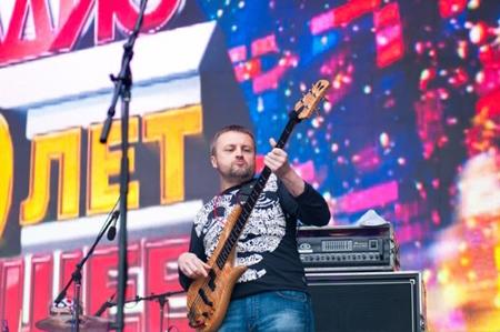 OnAir.ru - В День города «Авторадио» и группа «Чайф» подарили москвичам «оранжевое настроение»
