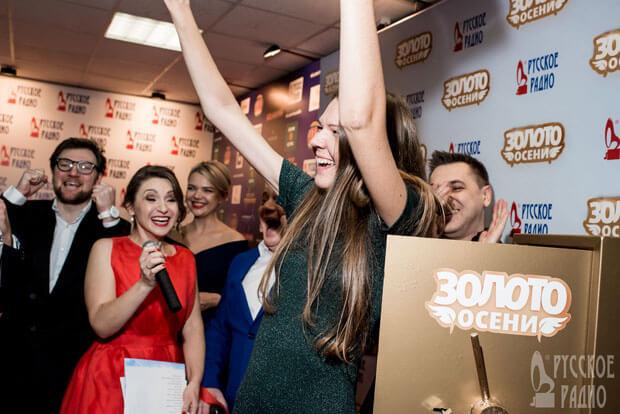 «Русское Радио» вручило 1 кг чистого золота на Церемонии «Золотой Граммофон»! - OnAir.ru
