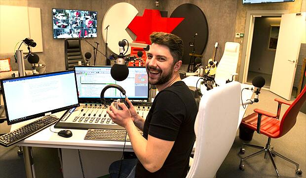«Новое радио» запустило эфирное вещание из новой современной мультимедийной студии - OnAir.ru