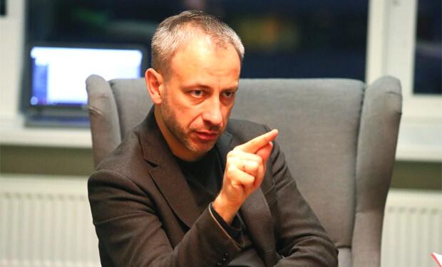Дмитрий Савицкий рассказал как строит федеральную сеть вещания из региональных станций, как работает эфирная самоцензура и почему не надо обострять отношения с властью - OnAir.ru