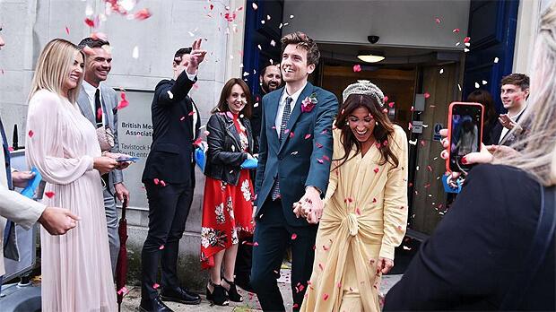 Популярный радиоведущий BBC Radio 1 Грег Джеймс и Белла Маки тайно поженились - Новости радио OnAir.ru