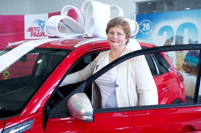 Слушательнице «Авторадио» из Новосибирска вручили ключи от красного Suzuki - Новости радио OnAir.ru