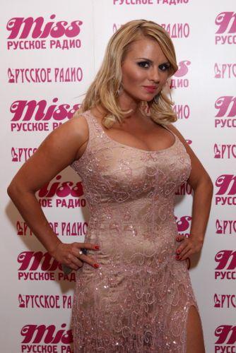 Блондинки. с большой грудью. певицы. 2010-x.